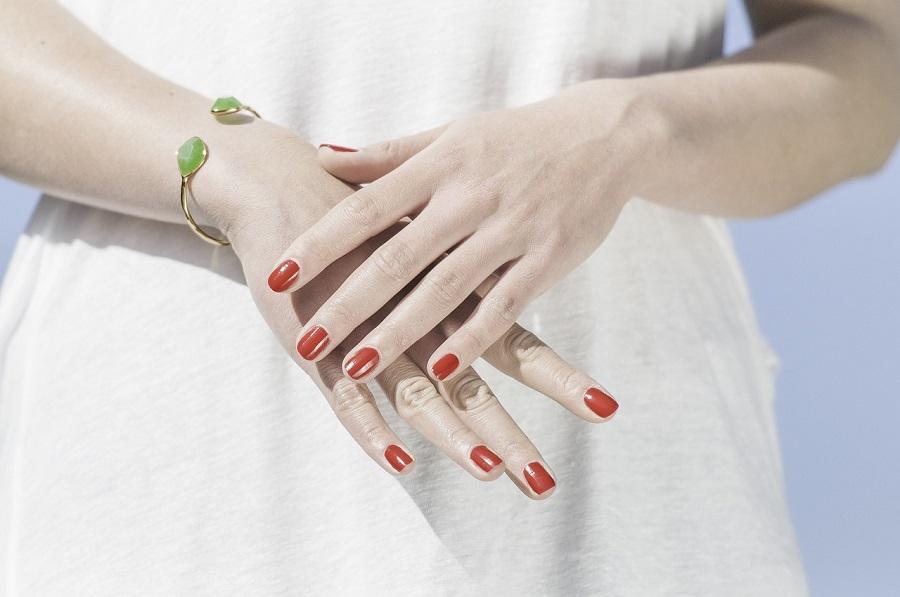 paznokcie u kobiety